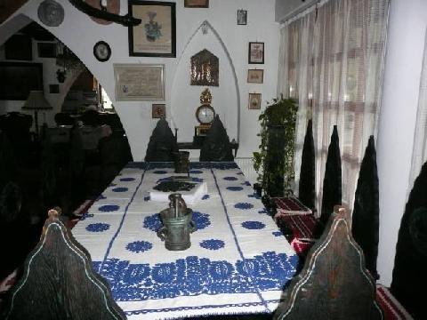 A HITEL asztala